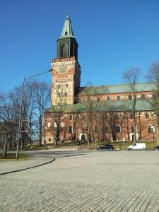 Turussa paistoi aurinko ja tuomiokirkkokin oli edelleen pystyssä sitten viimenäkemän. (c) Juulia Hakunti