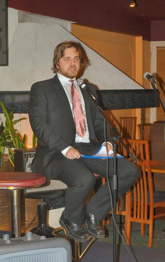 Juhlavieraita ilahdutti runoilla Aku Seppänen.