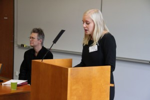 Professori Pertti Anttonen ja seminaarin puheenjohtaja Anni Hurme. (c) Kalevi Koslonen